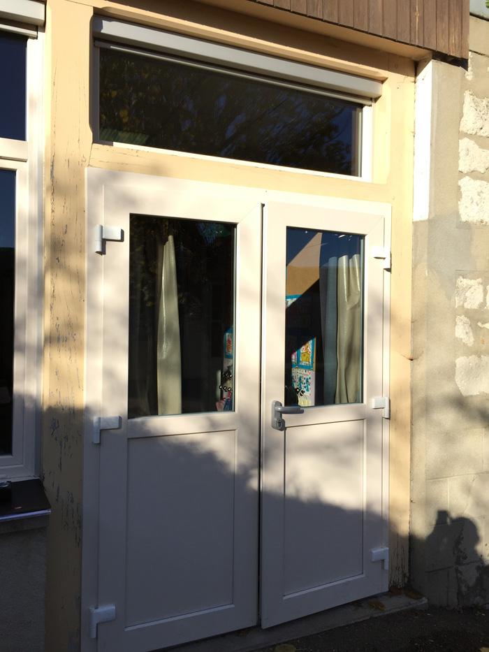 Installation d une porte d entr e pvc vitr e mi hauteur deux vantaux oknoplast auteuil le roi - Hauteur d une porte ...